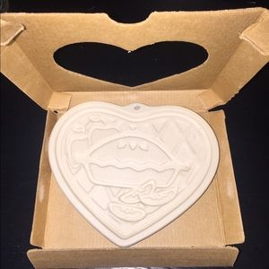 Pampered Chef 1998 Heart Stoneware Mold